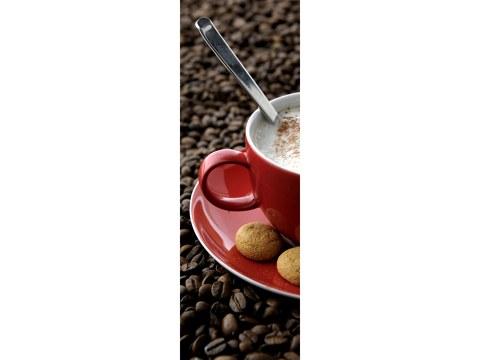 rood kopje op koffiebonen