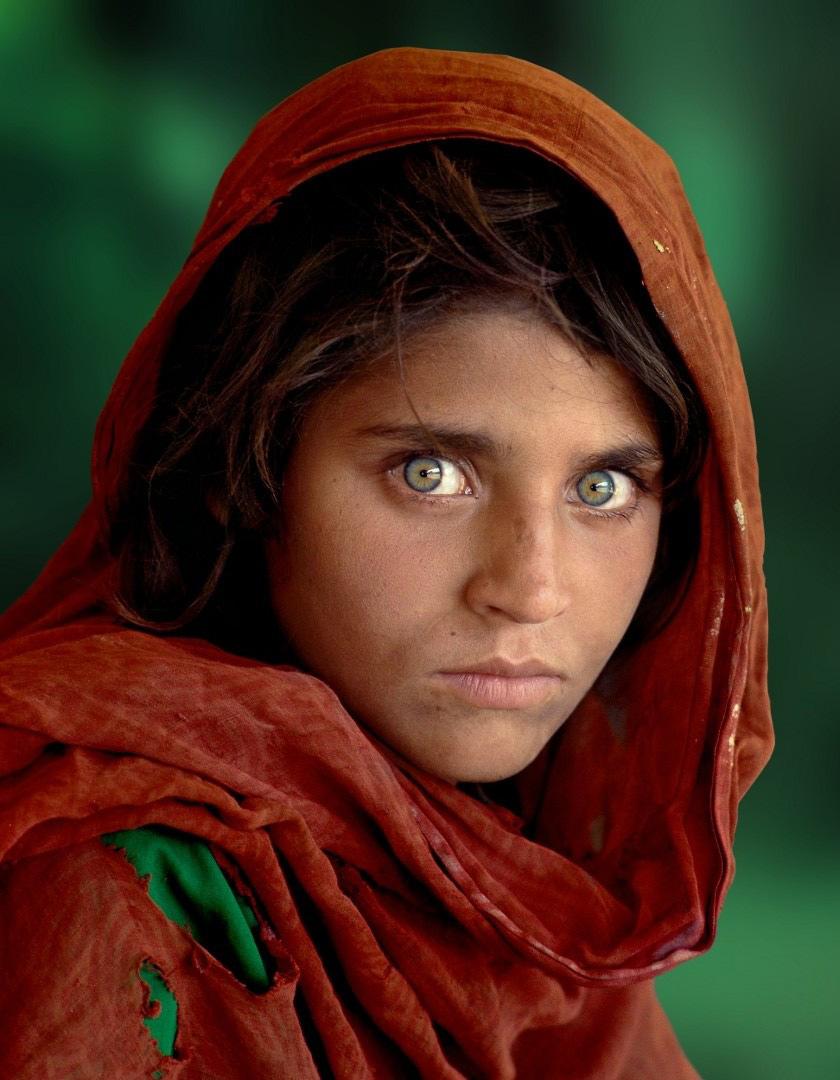 Portret foto © Steve McCurry - Jonge vluchteling met groene ogen