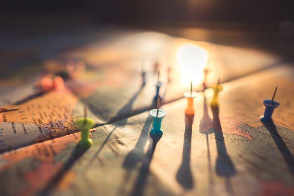 wereldkaart met pins